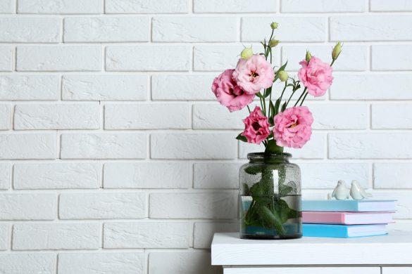 flores artificiais ou naturais para decoração